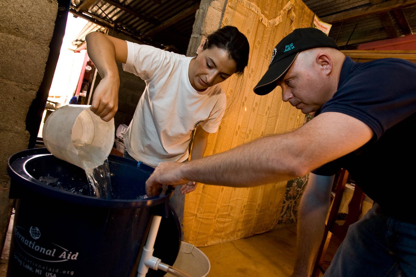 Furnizarea apei curate și a sistemelor de salubrizare, promovarea igienei